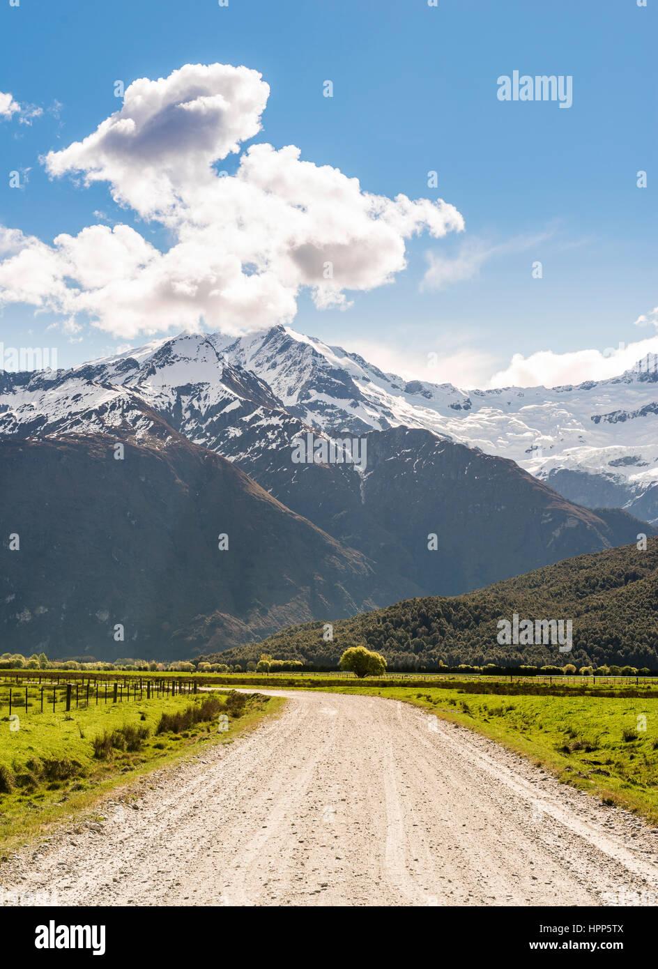 Matukituki Valley Road per montare gli aspiranti, montare gli aspiranti National Park, Otago Southland, Nuova Zelanda Immagini Stock