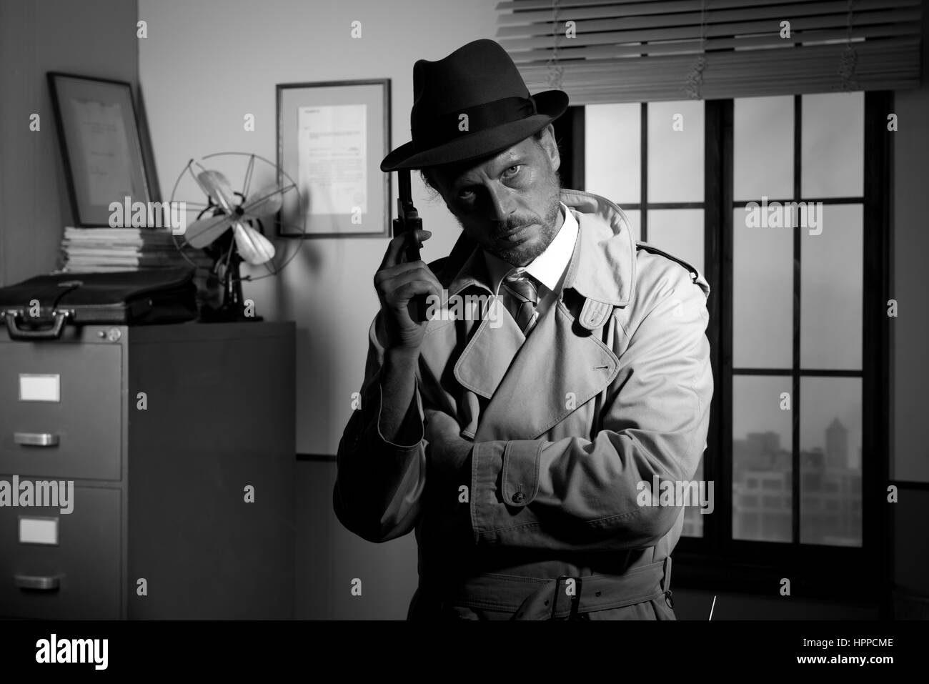 Ufficio Retro Wanita : White fedora gangster immagini & white fedora gangster fotos stock
