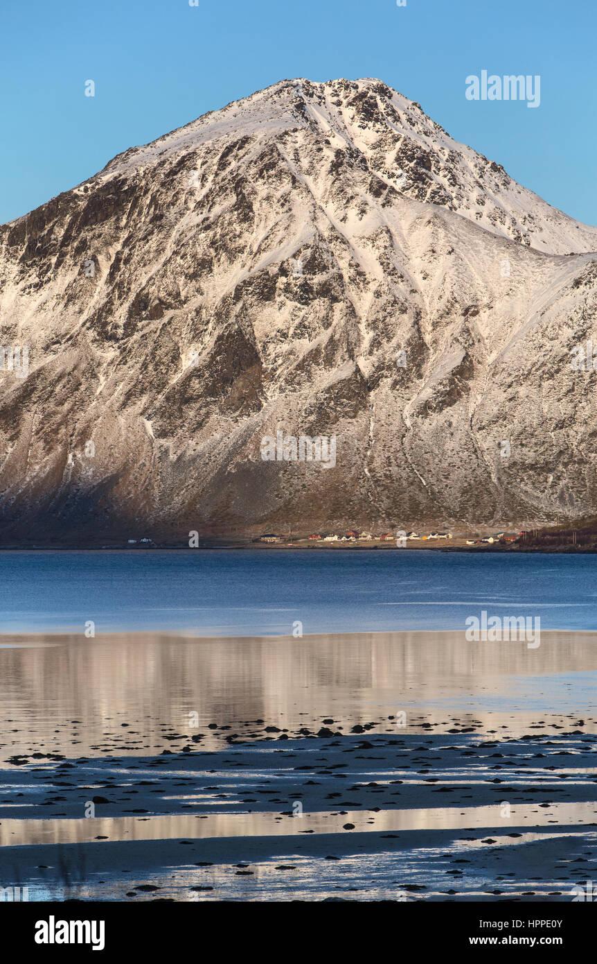 Flakstadoya costa, isole Lofoten in Norvegia, Europa Foto Stock
