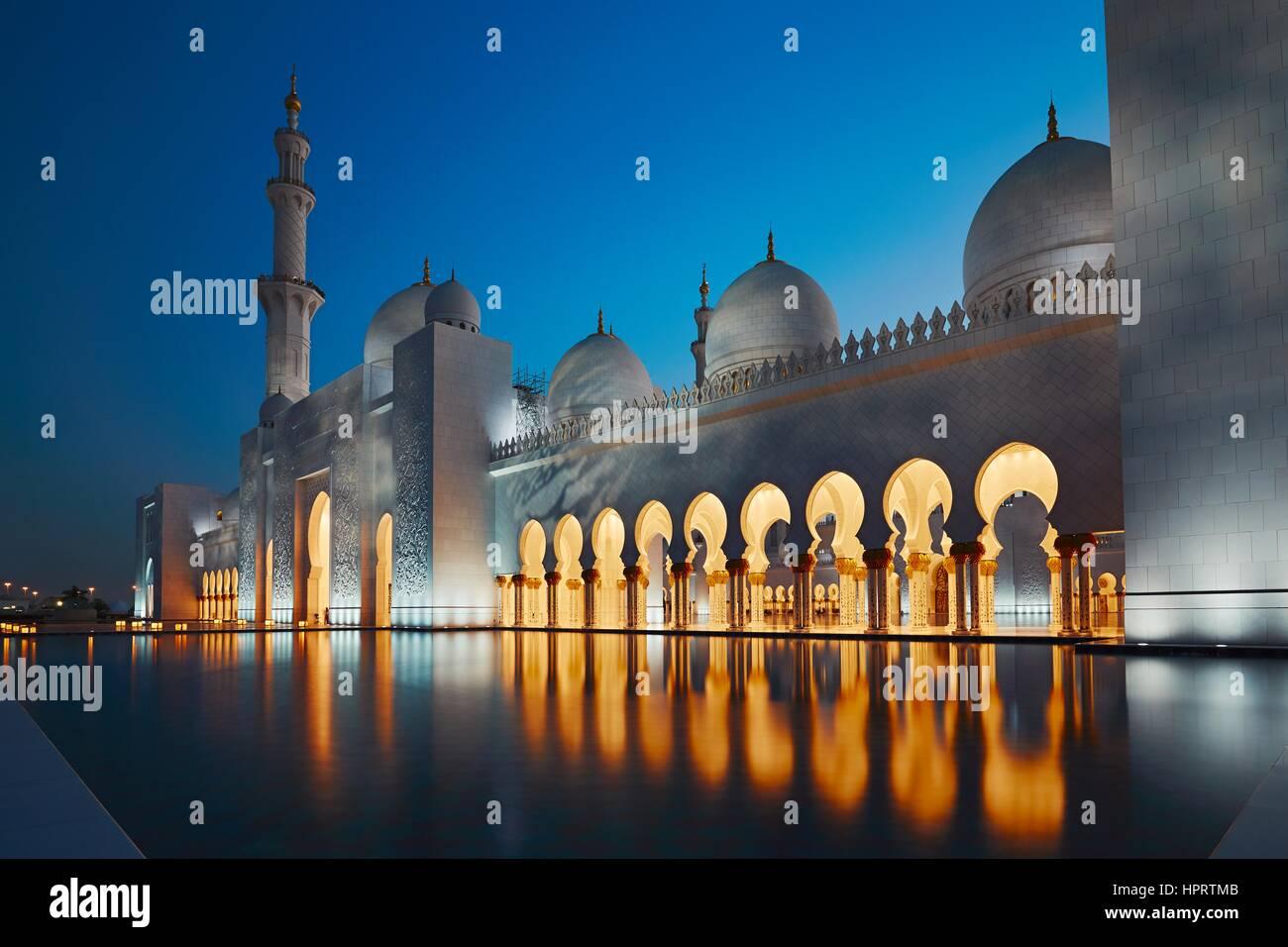 Moschea di Abu Dhabi, la città capitale del regno emirato Arabo Immagini Stock
