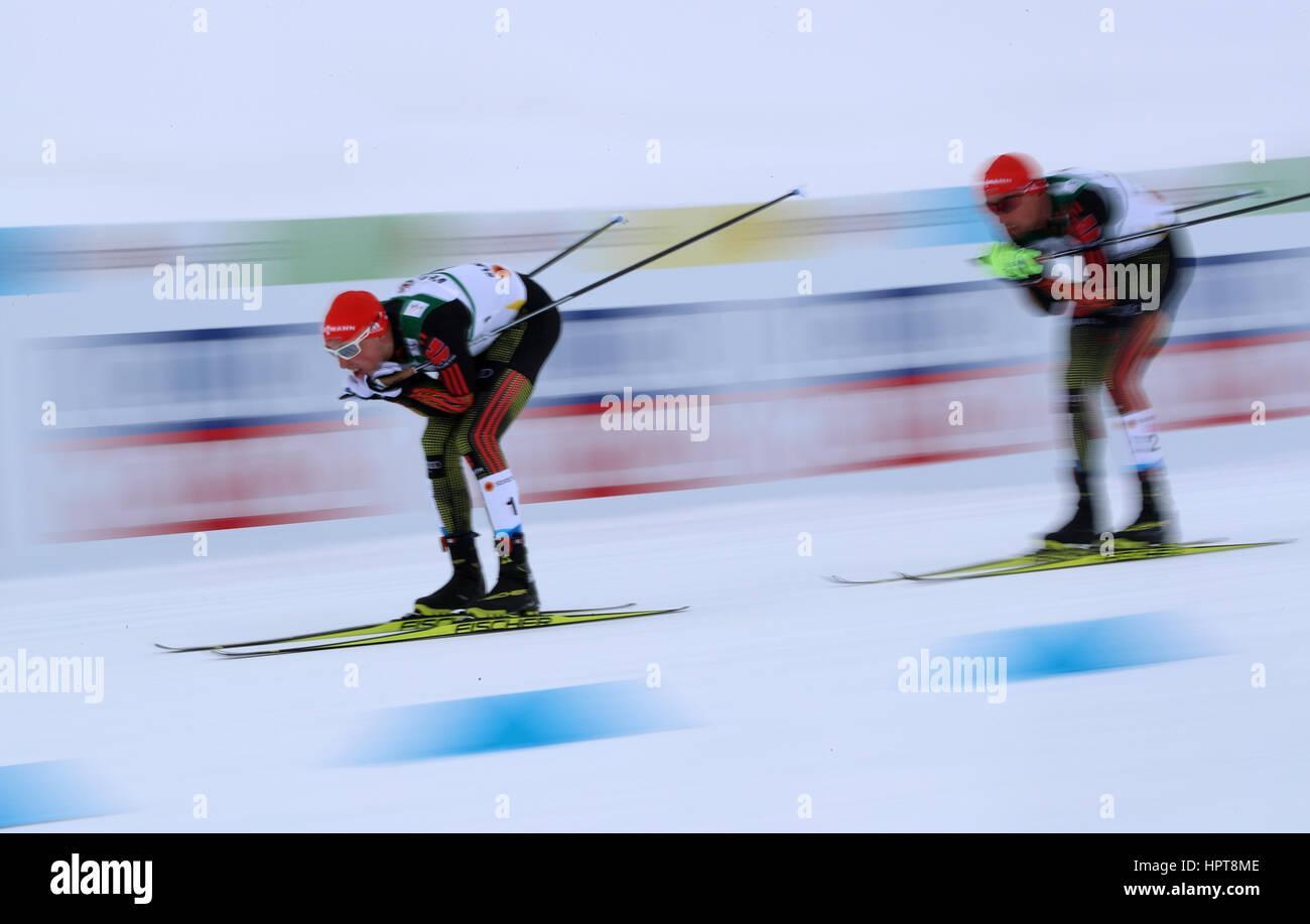 Lahti, Finlandia. 24 Febbraio, 2017. Eric Frenzel (l) e Johannes Rydzek dalla Germania in azione durante la combinazione Immagini Stock