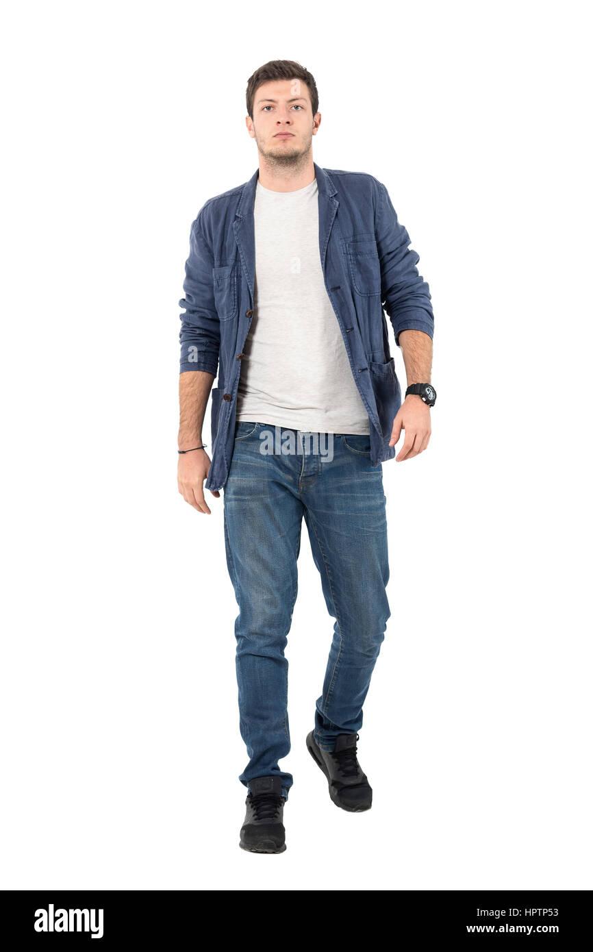 best website 58fa4 1463f Giovane uomo fiducioso in denim rimosse camicia e jeans ...