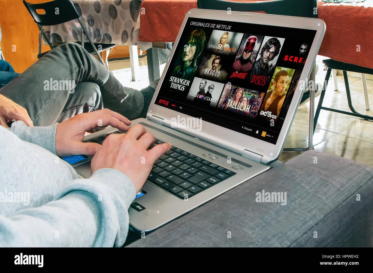App Netflix su uno schermo del notebook Immagini Stock