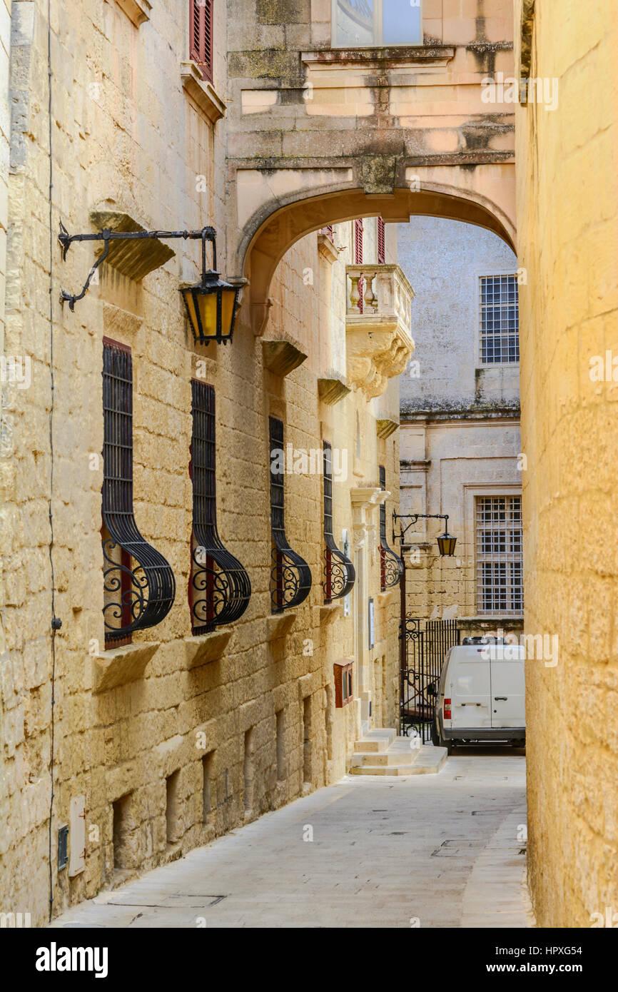 Strada stretta della vecchia Mdina. Immagini Stock