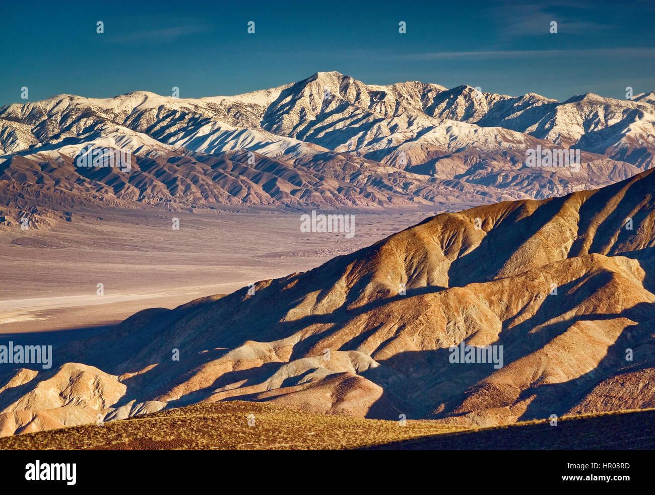 Picco di telescopio nel panamint range coperto di neve su panamint valley, Death Valley nat. Park, California, Stati Immagini Stock