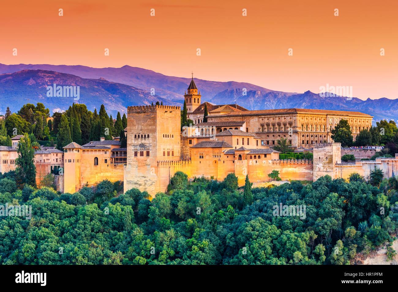 Alhambra di Granada, Spagna. Alhambra fortezza al tramonto. Immagini Stock