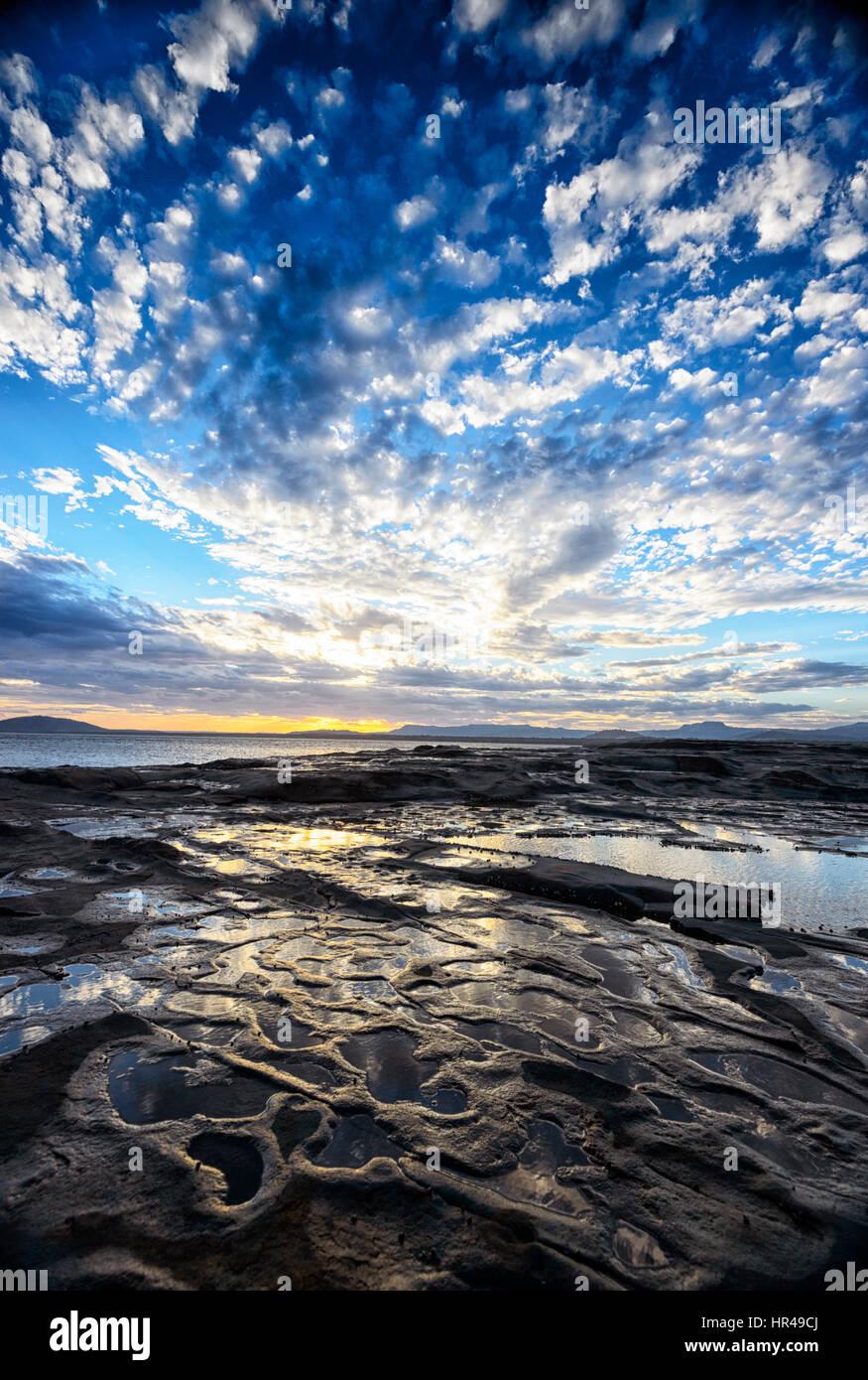 Spettacolare cielo sgombro al tramonto a Gerroa, Nuovo Galles del Sud, Australia Immagini Stock