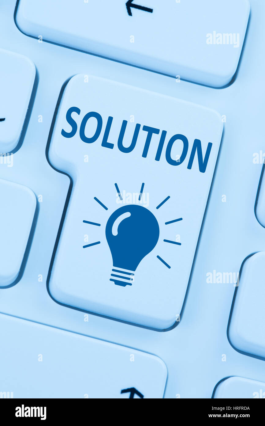 Ricerca di soluzione per il problema di conflitto il pulsante blu di internet computer online web tastiera Immagini Stock