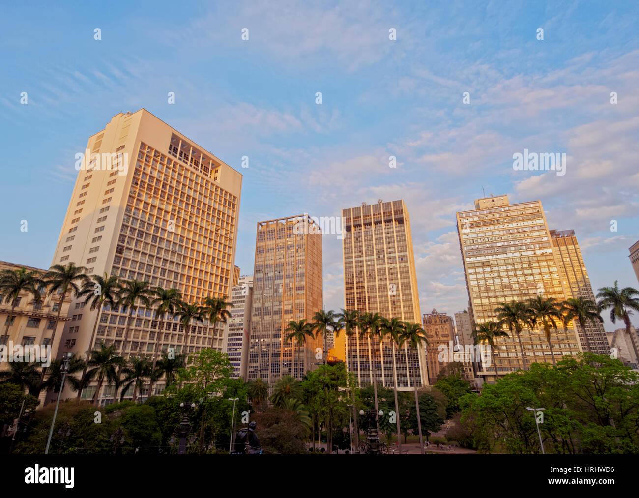 Vista del Parco Anhangabau ed edifici in centro citta'., città di Sao Paulo, Stato di Sao Paulo, Brasile Immagini Stock