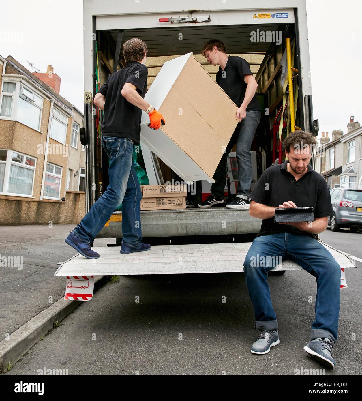 Trasloco di servizi business una ditta di traslochi due for Ditte mobili