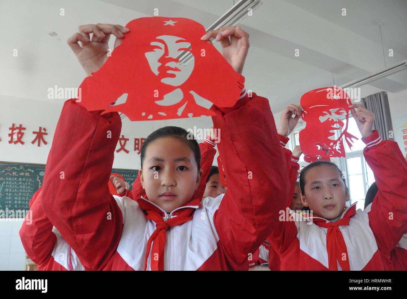 Lianyungang, Lianyungang, Cina. 2 Mar, 2017. Lianyungang, CINA-2 Marzo 2017: (solo uso editoriale. Cina OUT) .alunni Immagini Stock