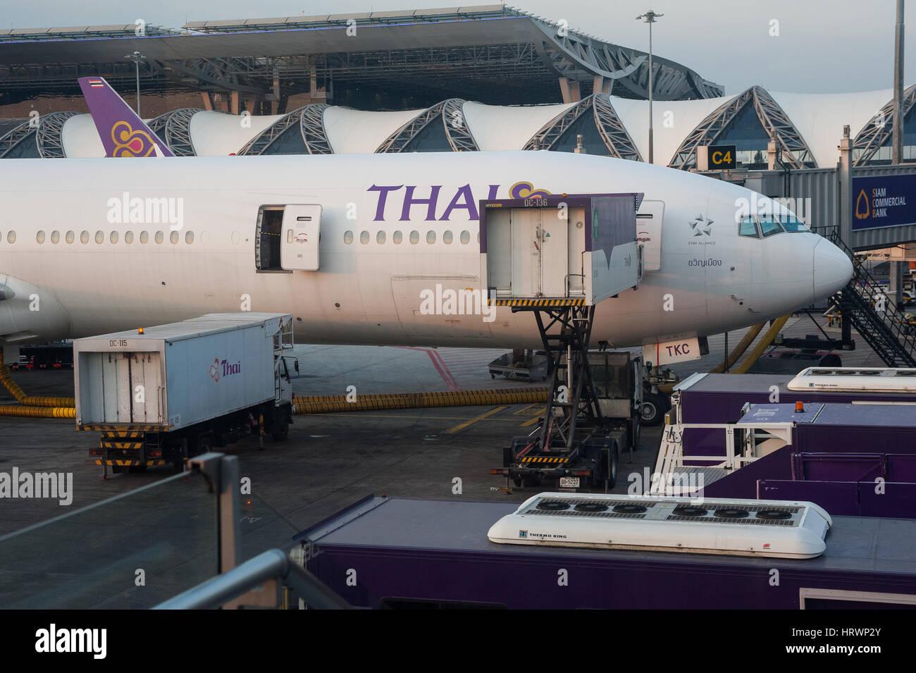 25.01.2017, Bangkok, Thailandia, Asia - un Thai Airways piano passeggero è parcheggiata in corrispondenza di Immagini Stock