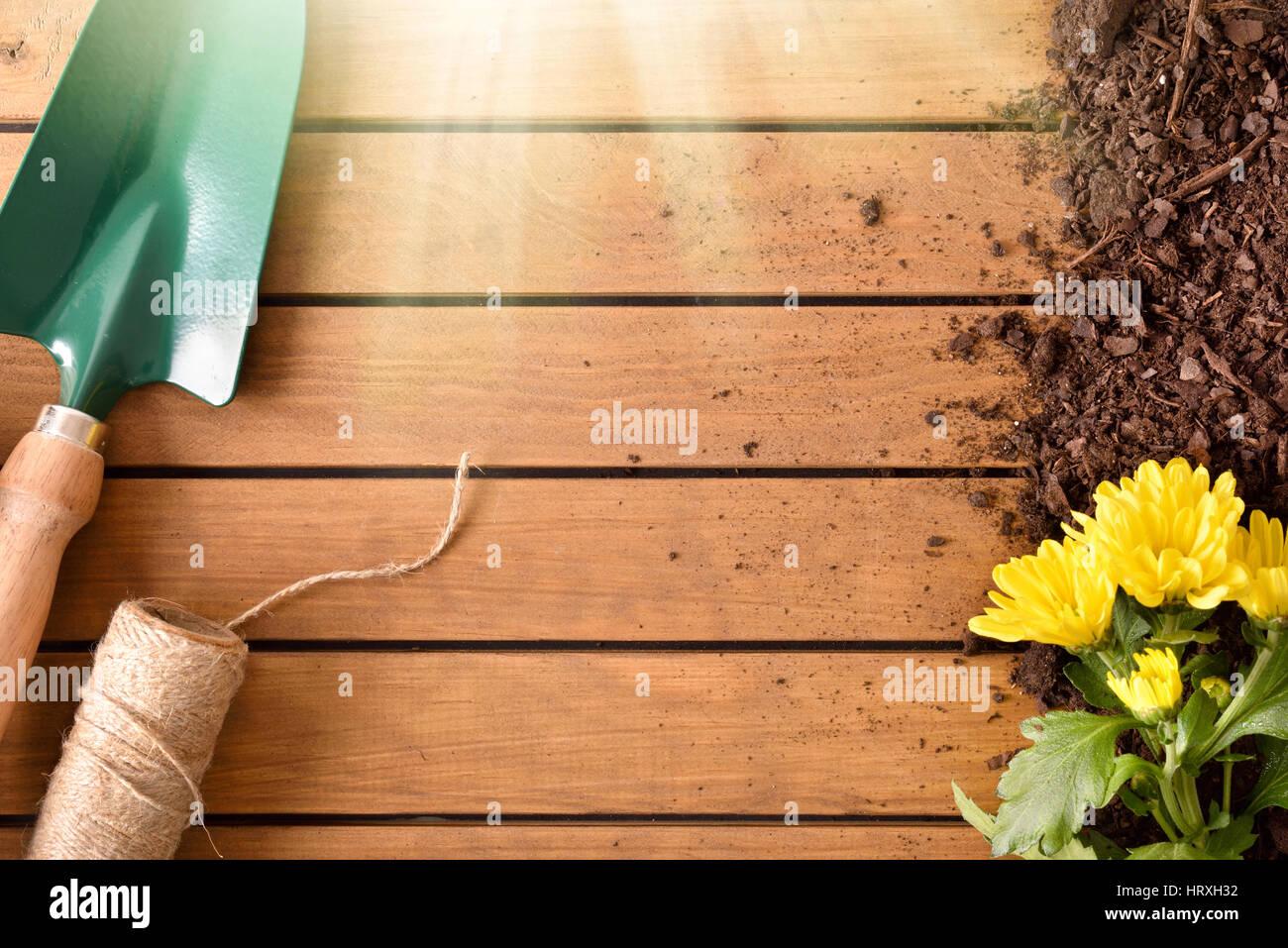 Decorazioni In Legno Per Giardino : Casetta da giardino in legno a pannelli prefabbricati con porta