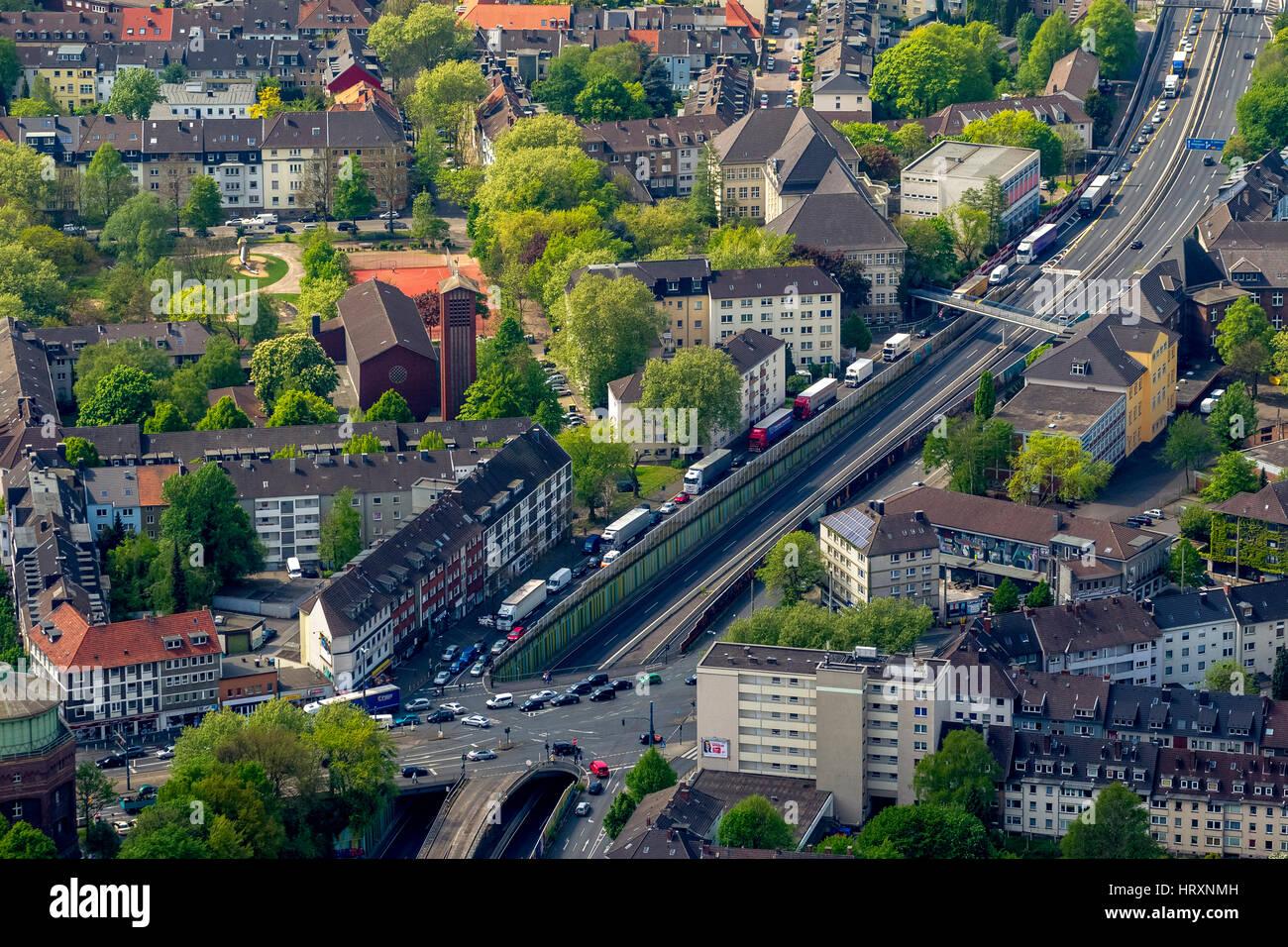 Foto aerea, bloccando la A40 in direzione di Bochum e bloccando la A52 prima della salita alla A40, Essen, la zona Immagini Stock