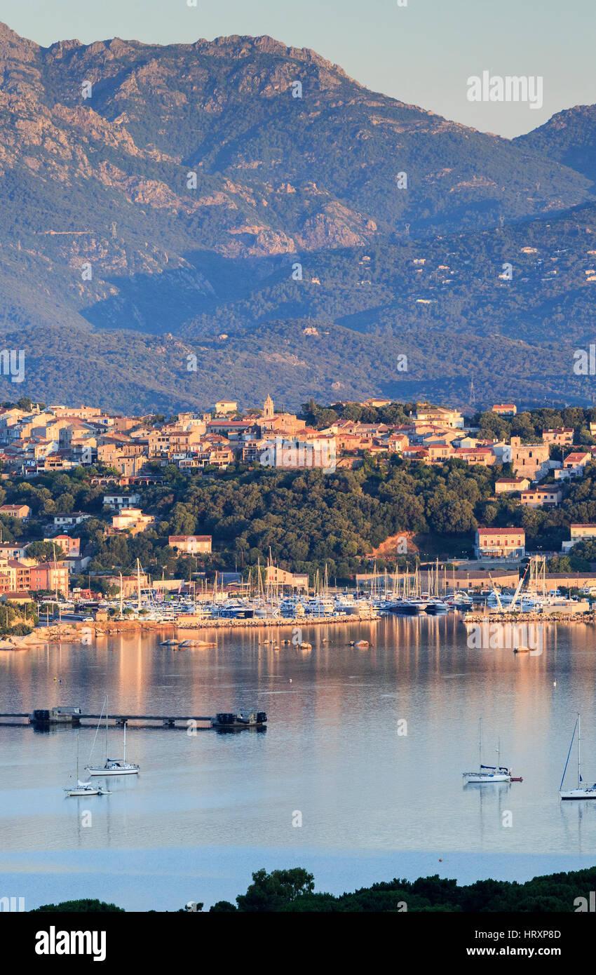 Alba sul Porto Vecchio, in Corsica, Francia Immagini Stock