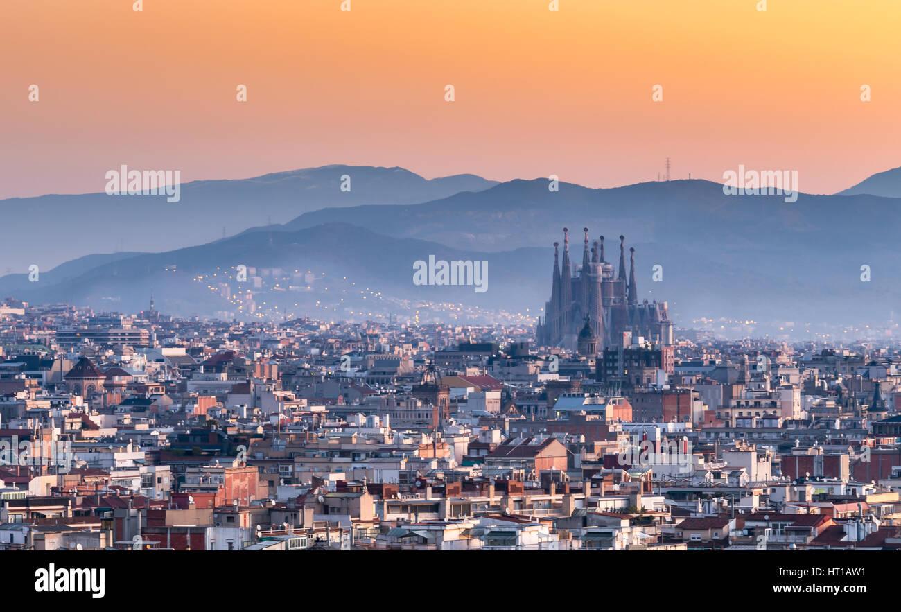 La Sagrada Familia e il panorama della città di Barcellona,Spagna Immagini Stock