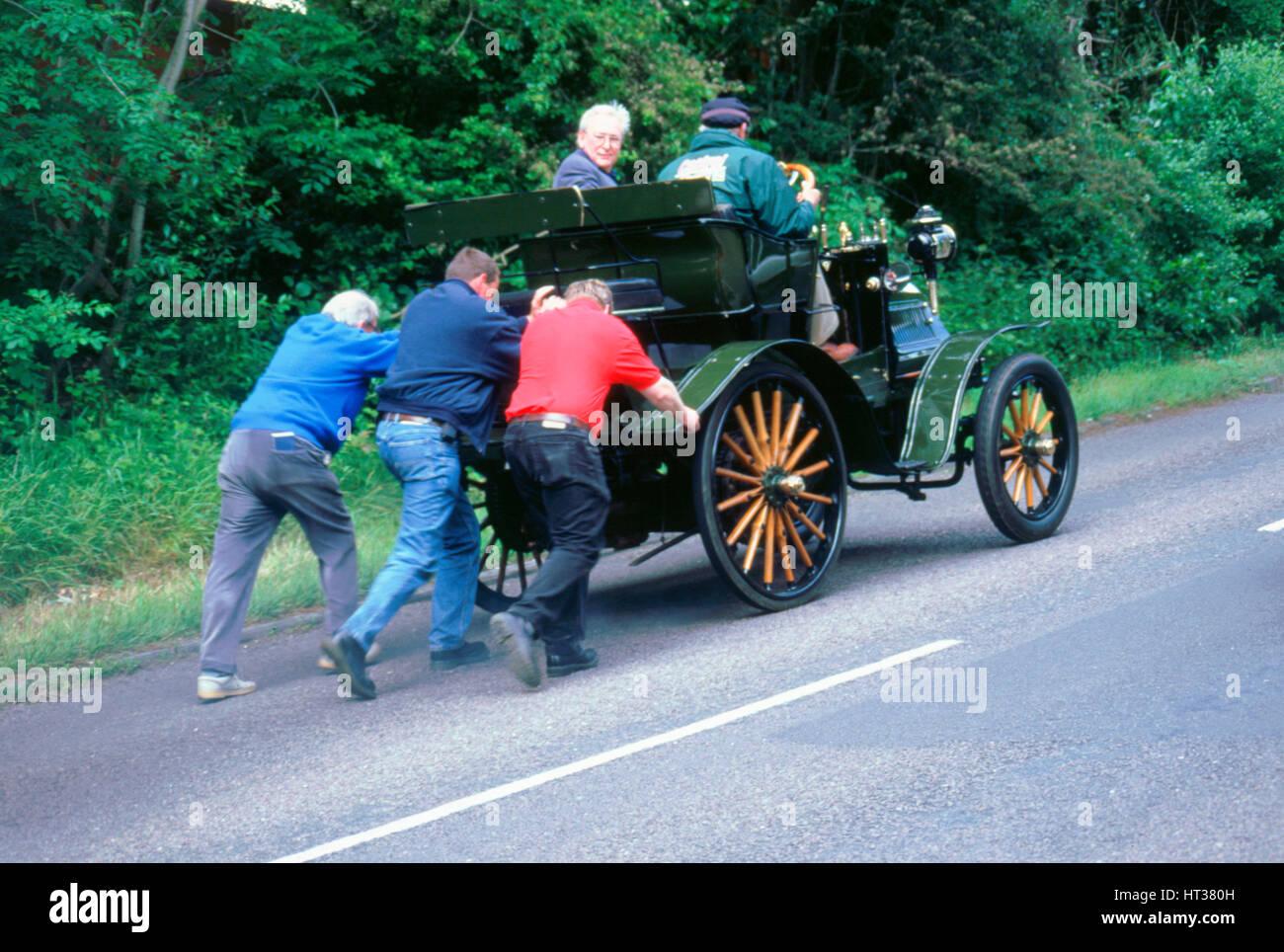 1899 Daimler ripartiti su un rally. Artista: sconosciuto. Immagini Stock