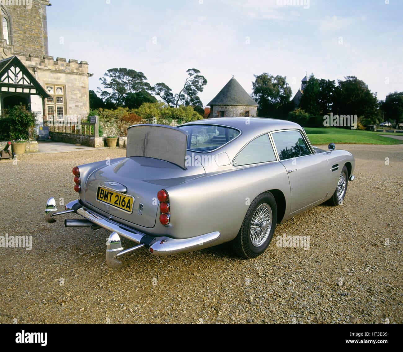 1965 Aston Martin DB5, James Bond 007. Artista: sconosciuto. Immagini Stock