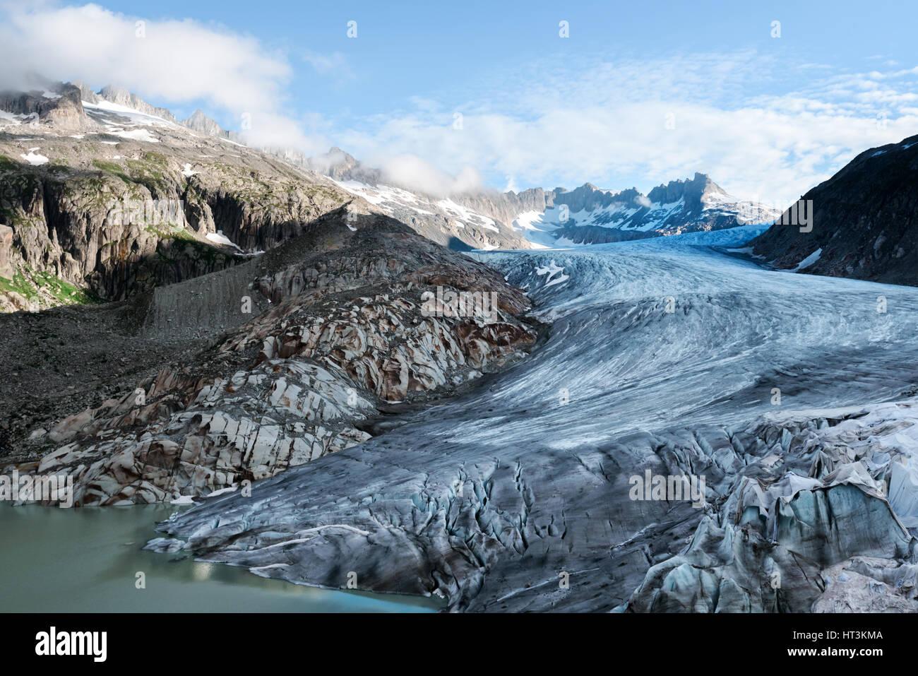 Ghiacciaio del Rodano nelle Alpi Svizzere nel giorno d'estate. La Svizzera e l'Europa. Immagini Stock