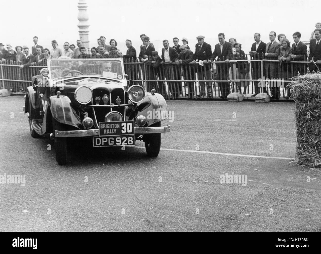 1937 Riley Lynx sul 1952 Brighton rally Artista: sconosciuto. Immagini Stock