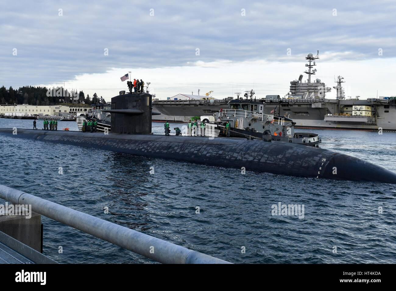 L'USN Los Angeles-classe fast-attacco sommergibile USS Olympia arriva presso la base navale Kitsap-Bremerton Gennaio Foto Stock