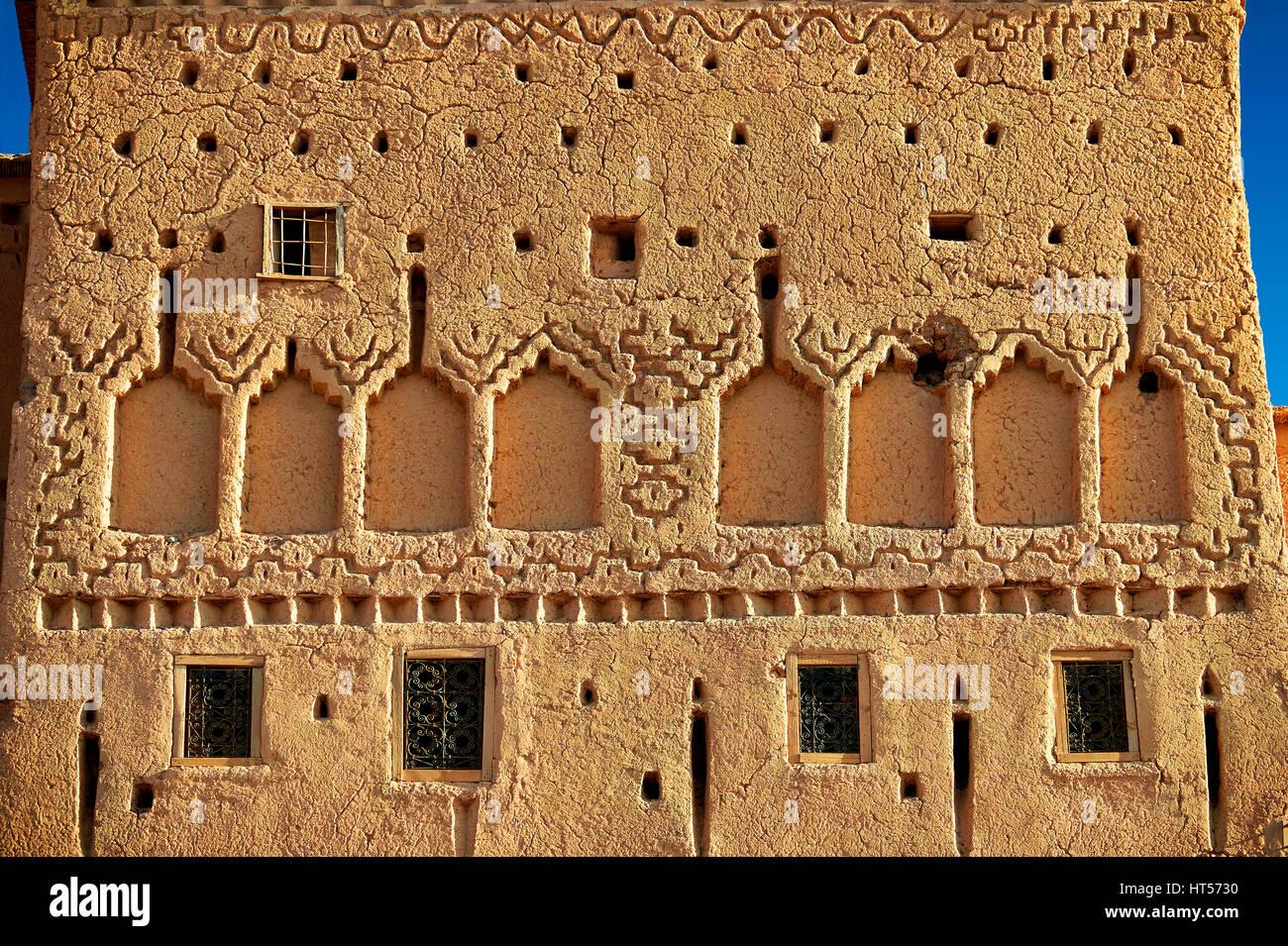 Esterno del mattone di fango kasbah Taourirt, Ourrzazate, Marocco, costruito da pascià Glaoui. Un sito Patrimonio Foto Stock