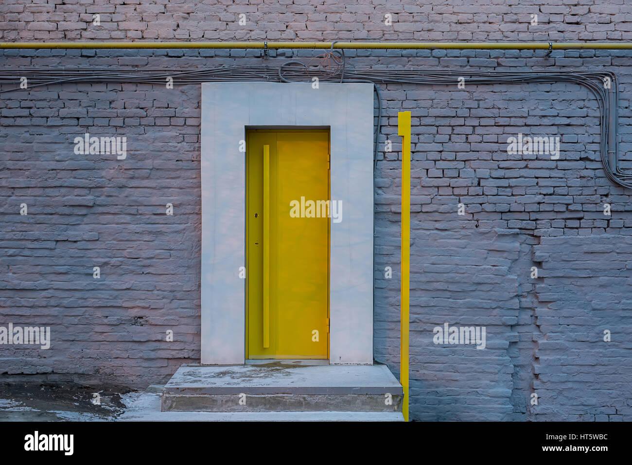 Porta Ingresso Ufficio : Ingresso con un design gialla porta allufficio in stile loft sul