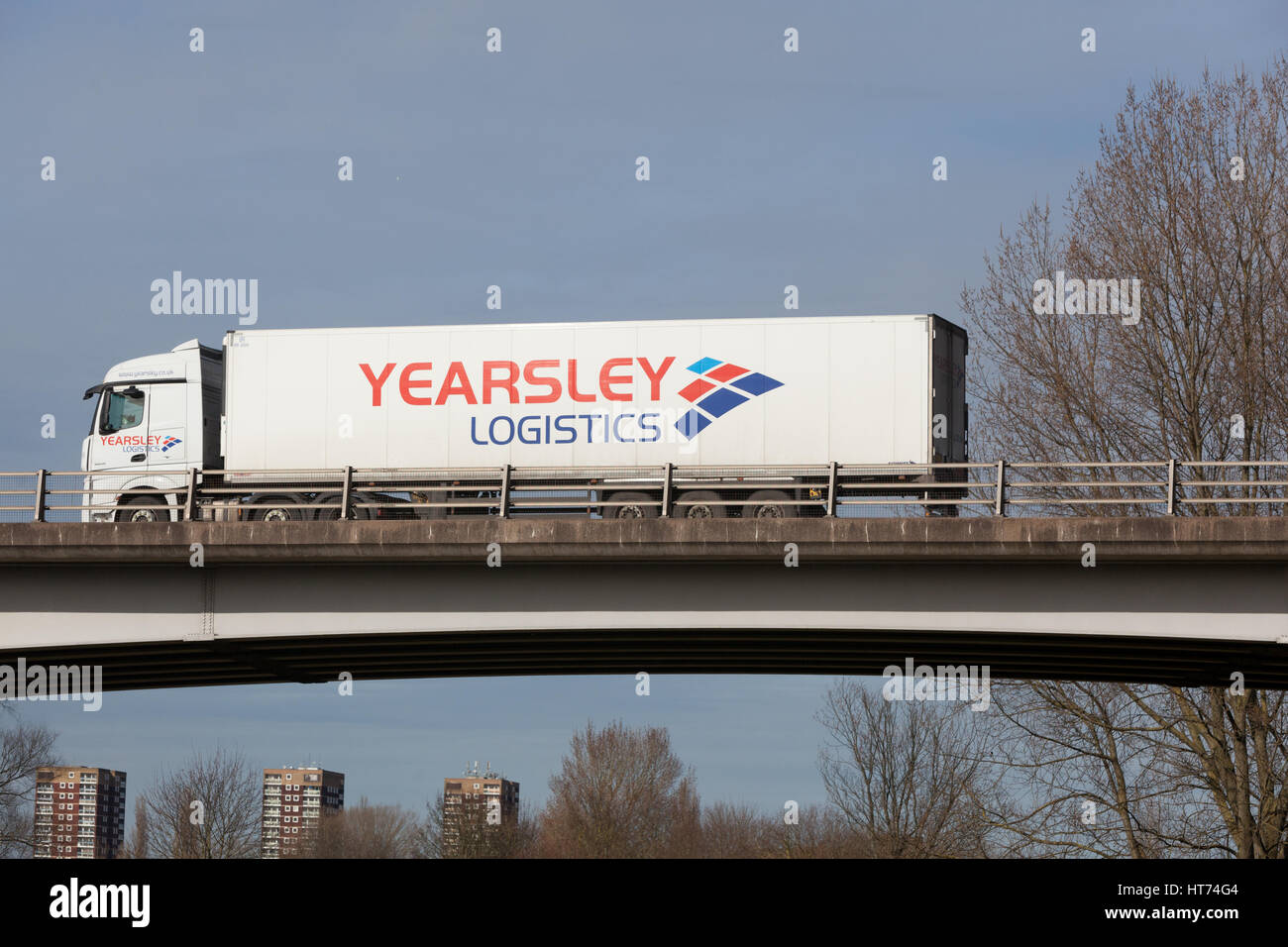 Logistica Yearsley camion su strada nelle Midlands Immagini Stock