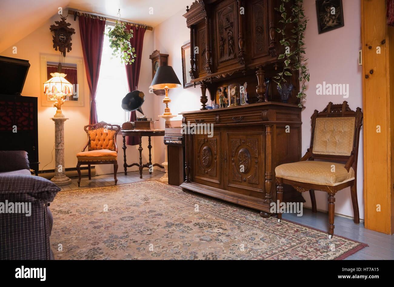 Sedie Stile Chippendale : Sala musica con sedia chippendale vecchio fonografo player e