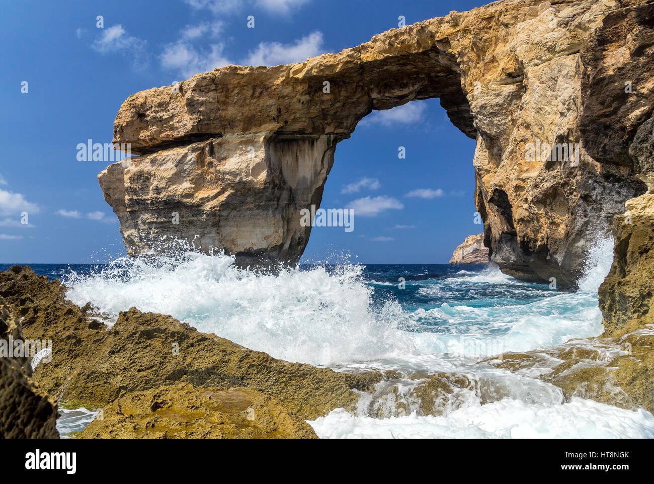 Azure Window - bellissima formazione rocciosa a Gozo, Malta. Questo è il ricordo di quel mondo miracolo - mare Immagini Stock