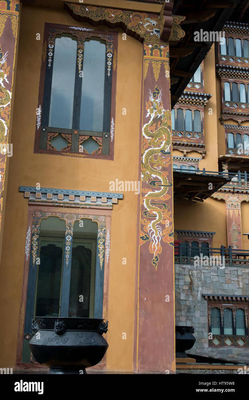 Il Bhutan, Thimphu, capitale del Bhutan. Cinque stelle lusso Taj Tashi Hotel, dettaglio della tipica architettura Immagini Stock