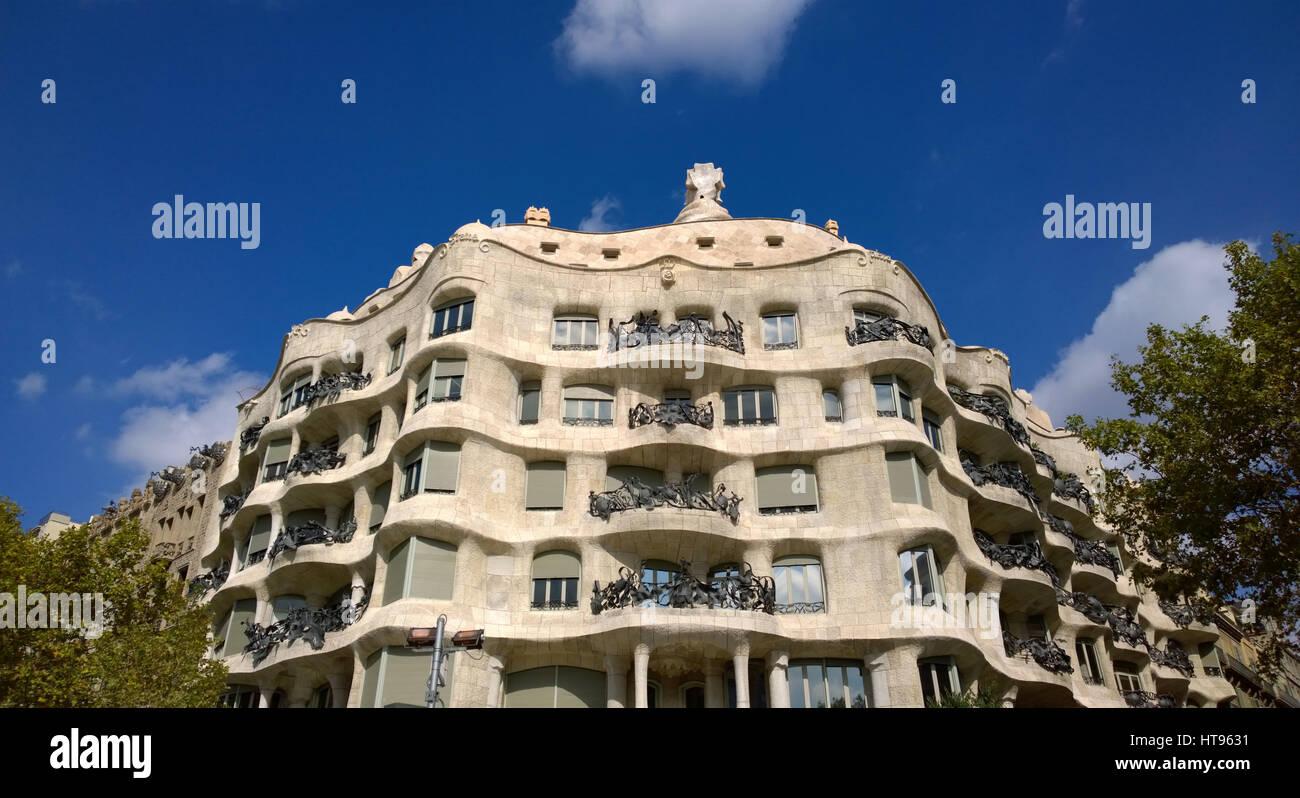 Vista della Casa Mila o La Pedrera a Barcellona, Spagna Immagini Stock