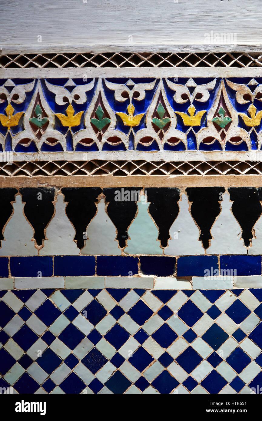 Piastrella Zellige pannelli decorativi.La Petite corte, Palazzo Bahia, Marrakech, Marocco Immagini Stock