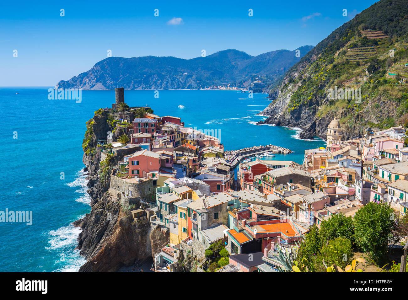 Vernazza uno dei cinque famoso villaggio in Cinque Terre, Italia. Foto Stock