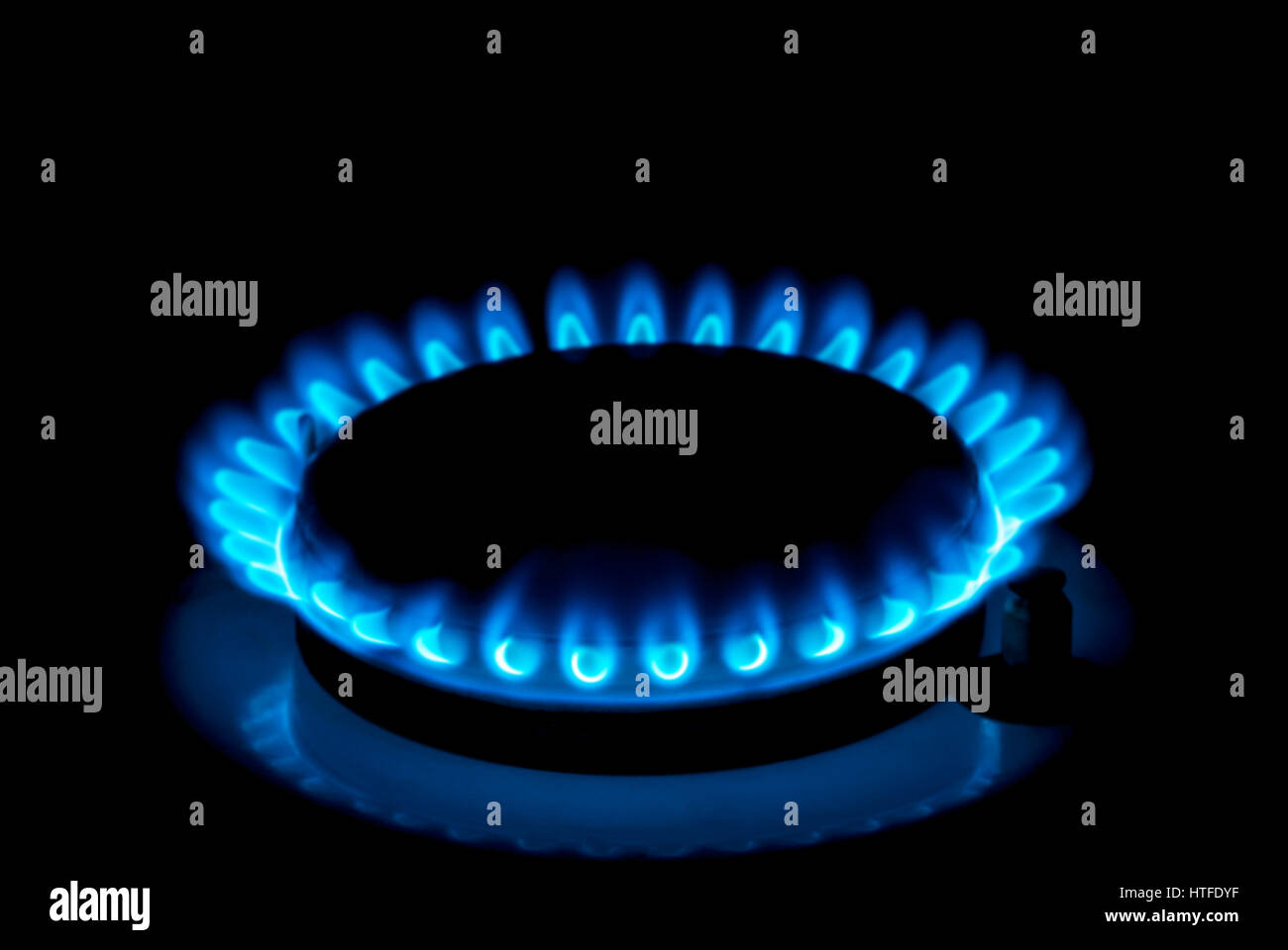 Il Gas Naturale Bruciare Un Fuoco Blu Su Sfondo Nero Foto Immagine