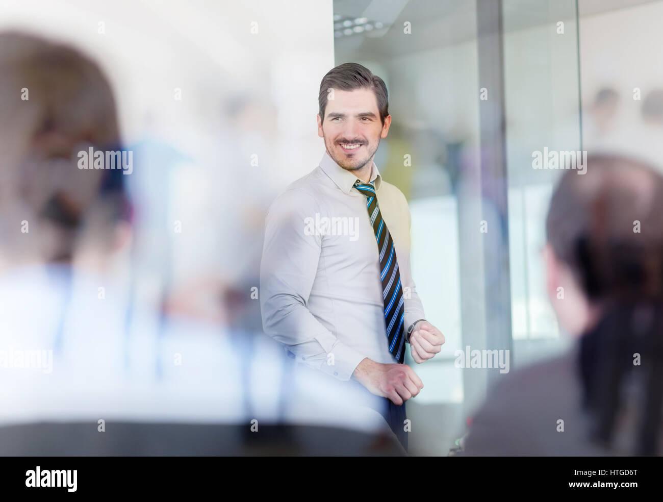 Rilassata ed informale team business office meeting. Immagini Stock