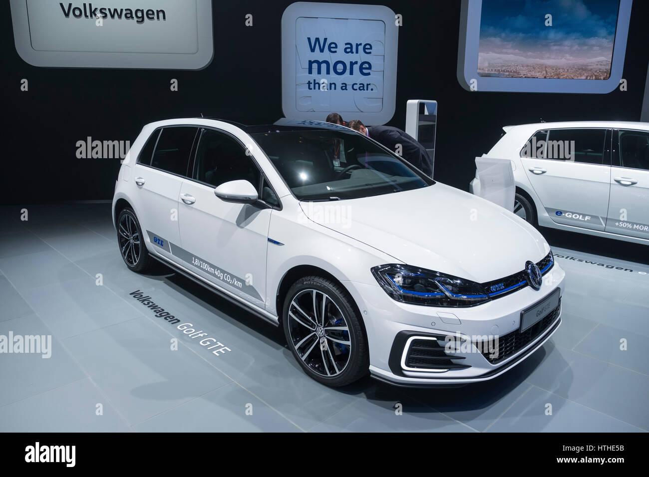 Volkswagen Golf GTE plug-in automobile ibrida a 87th Geneva International Motor Show di Ginevra Svizzera 2017 Immagini Stock