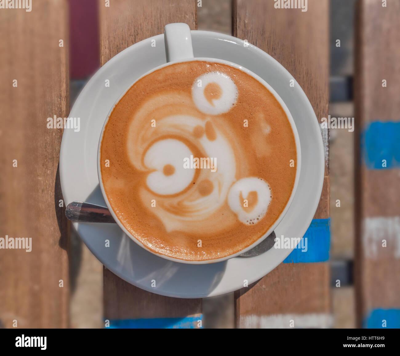 Latte Art portano sul tavolo di legno Immagini Stock