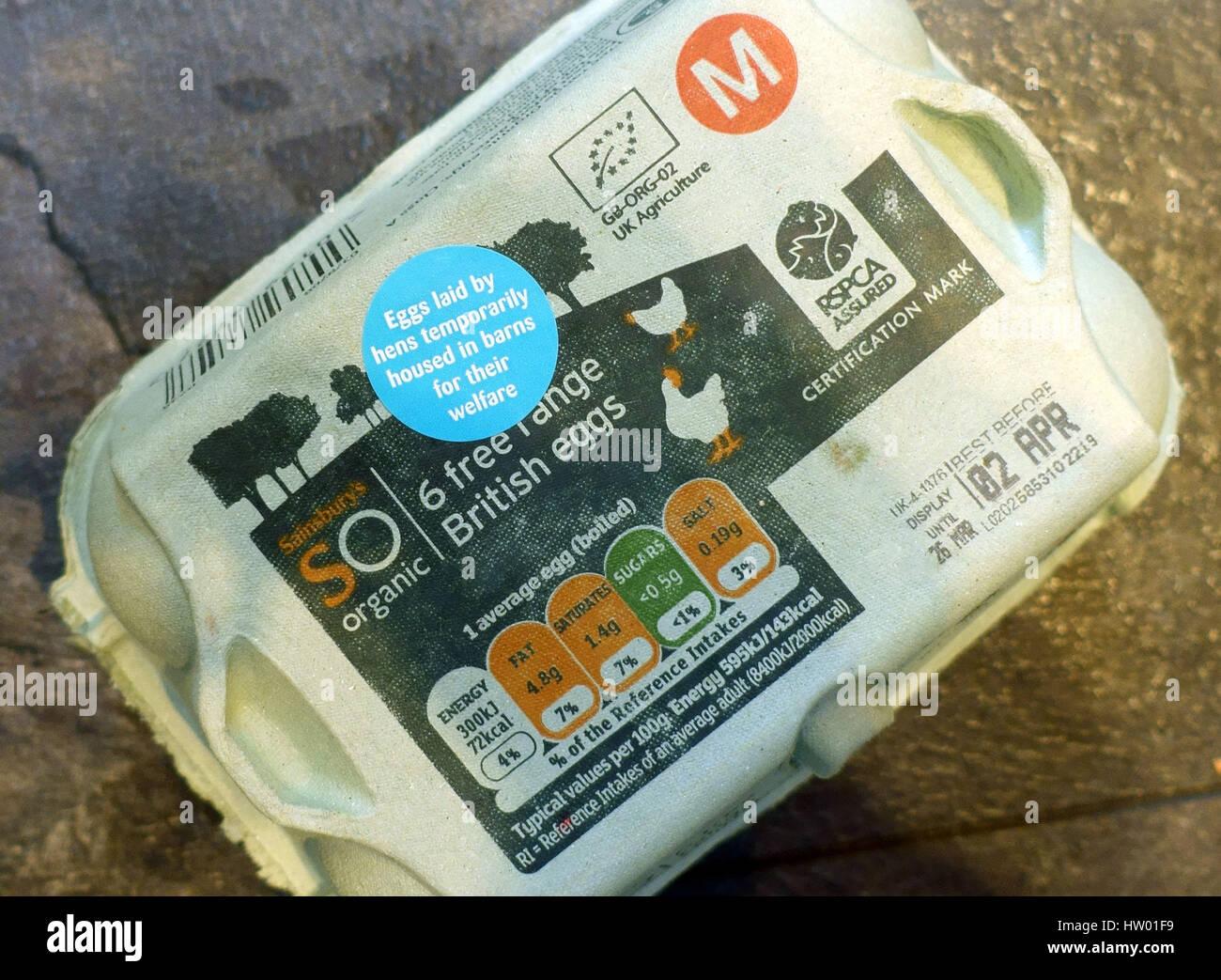 Supermercato free range uova deposte da galline casa temporaneamente in granai per il loro benessere, Londra Immagini Stock