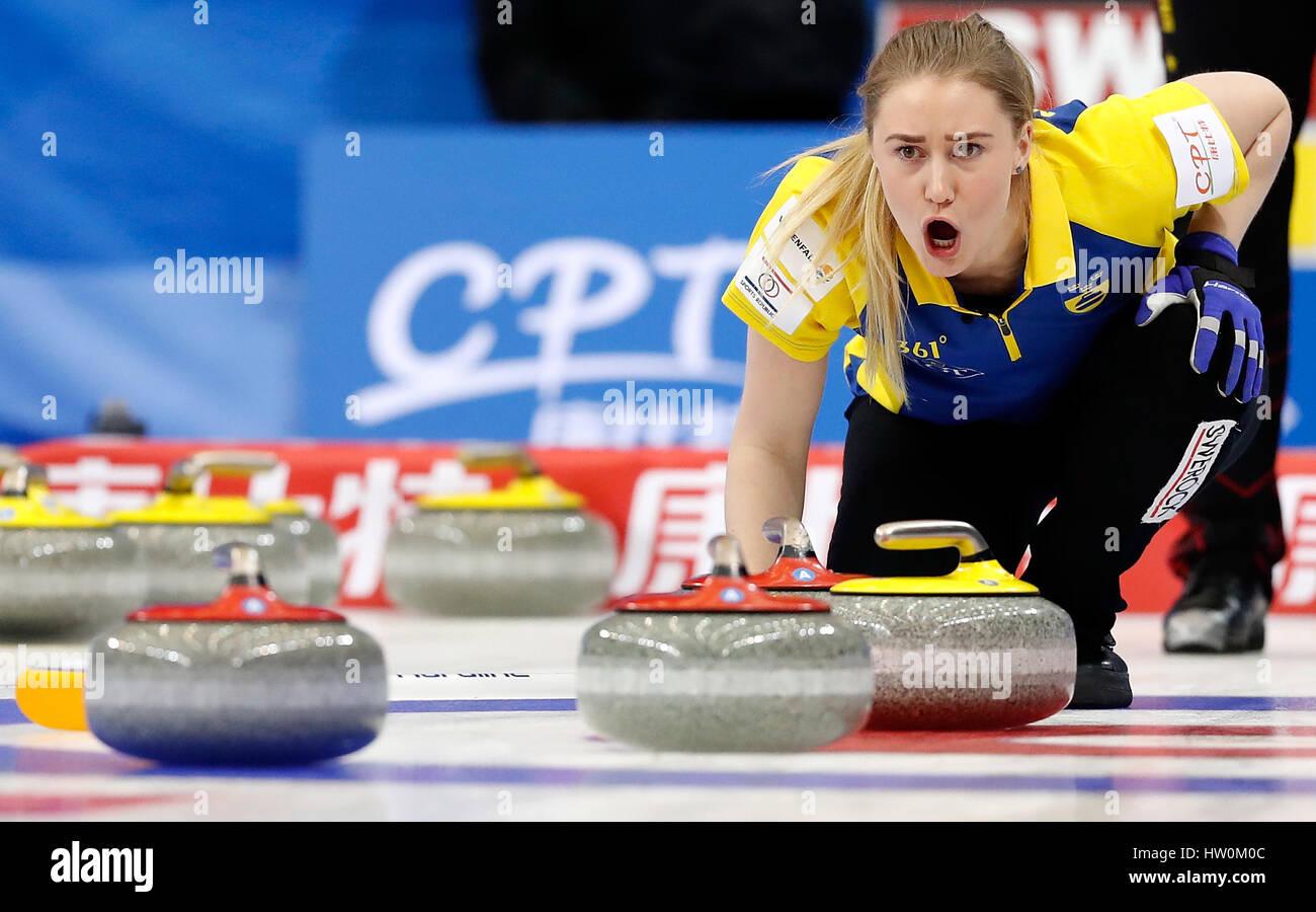 Pechino, Cina. 23 Mar, 2017. Sara McManus di Svezia reagisce durante il mondo femminile Campionato di Curling round Foto Stock
