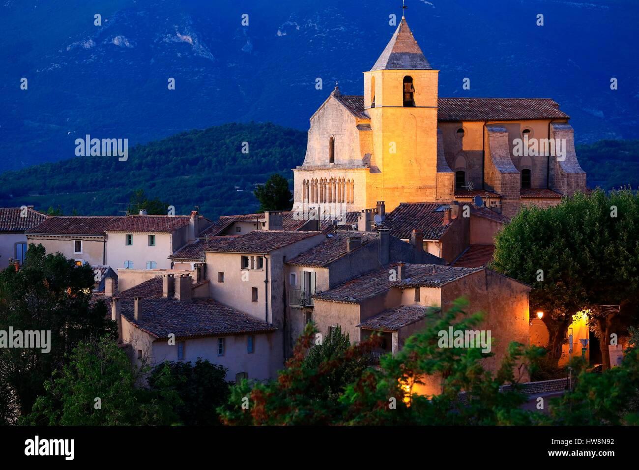 Francia, Vaucluse, parco regionale del Luberon, Saignon, chiesa romanica della Madonna della Pietà xii Immagini Stock