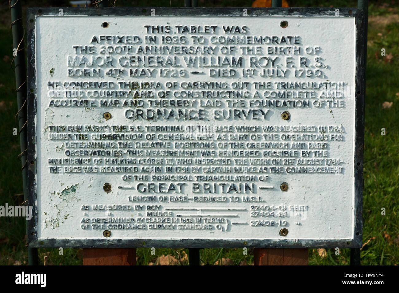 Lapide / tablet accanto alla canna di un cannone in Roy Grove, Hampton. Principali Gen. Roy utilizzato la linea Immagini Stock