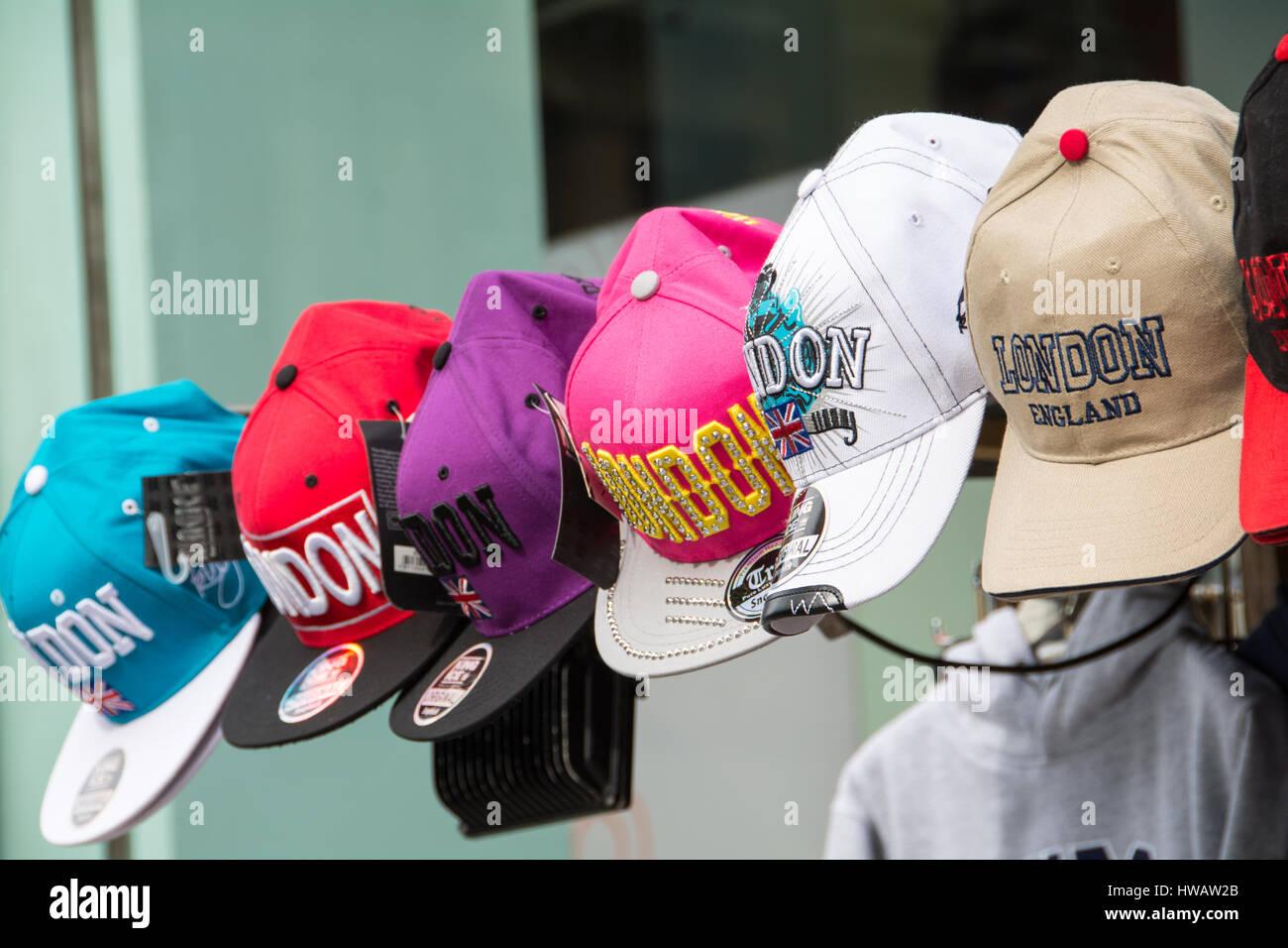 Un assortimento di variopinte Londra i cappelli da baseball Foto ... 32bd77c4a4f2