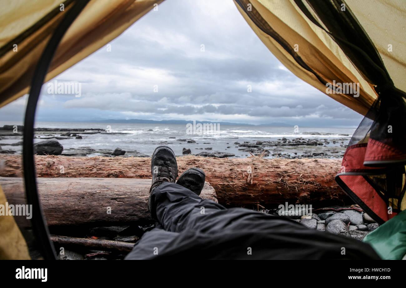 Con lo zaino in spalla di Juan de Fuca Trail, Isola di Vancouver BC Immagini Stock