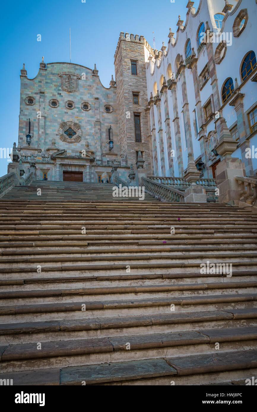 Guanajuato University in Guanajuato, Messico ------ Guanajuato è una città e un comune in Messico centrale Immagini Stock