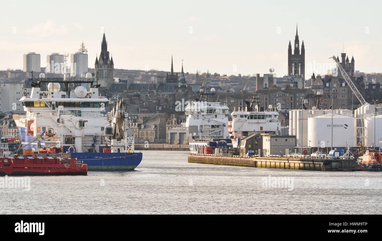 Aberdeen palazzi di granito e Aberdeen Harbour, Aberdeen Scotland, Regno Unito Immagini Stock