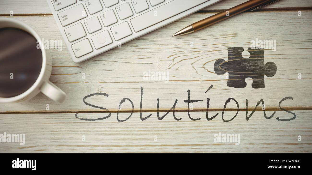 Ufficio Scrivania Questionnaire : Puzzle pezzo su sfondo nero contro la vista di una scrivania foto