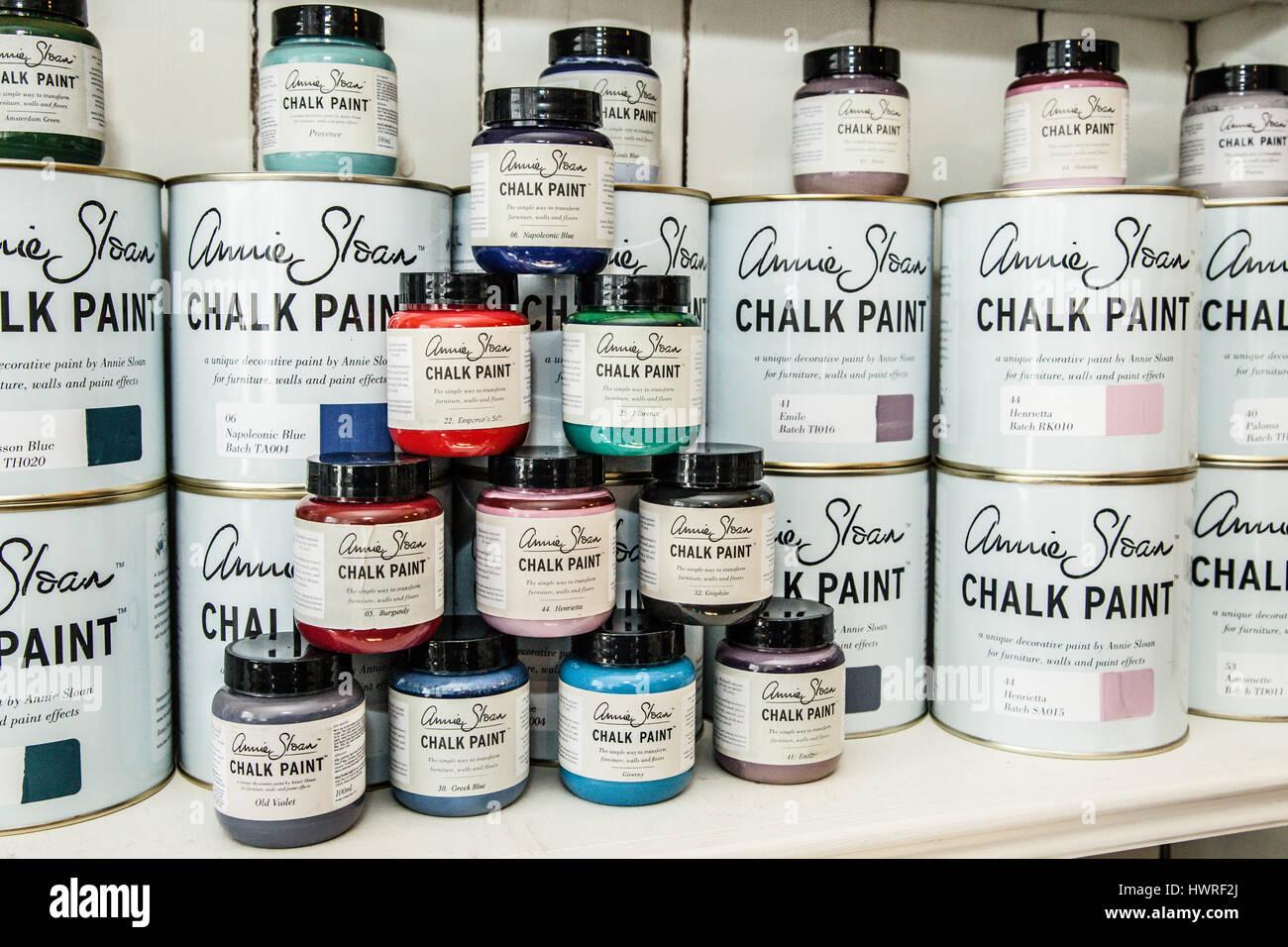 Vernice Chalk Paint Annie Sloan chalk paint immagini & chalk paint fotos stock - alamy