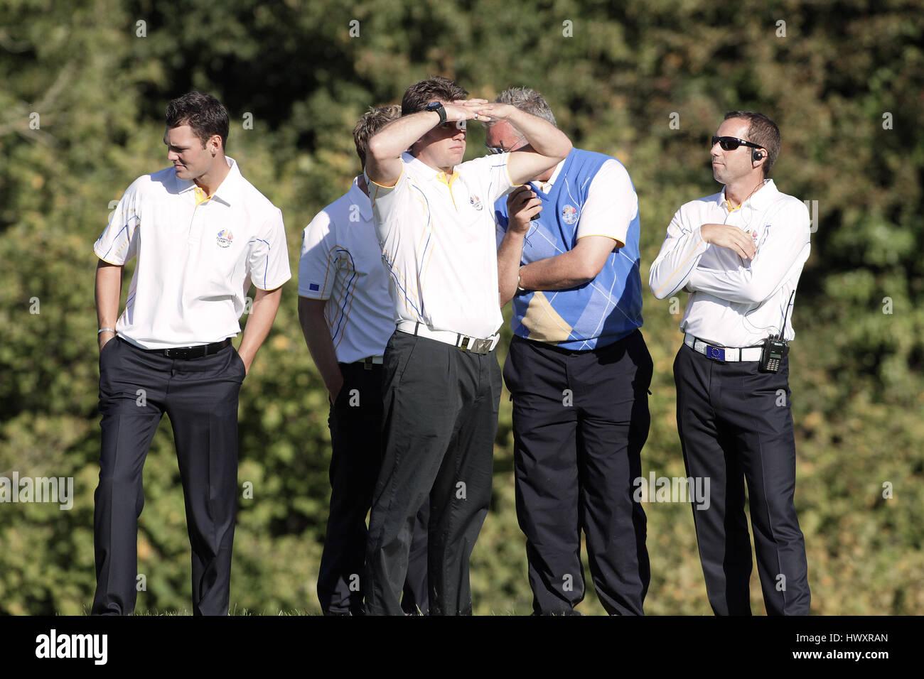 Momenti di tensione sul 15Th Green i giocatori europei giocatori europei Celtic Manor Resort la città di Newport Immagini Stock