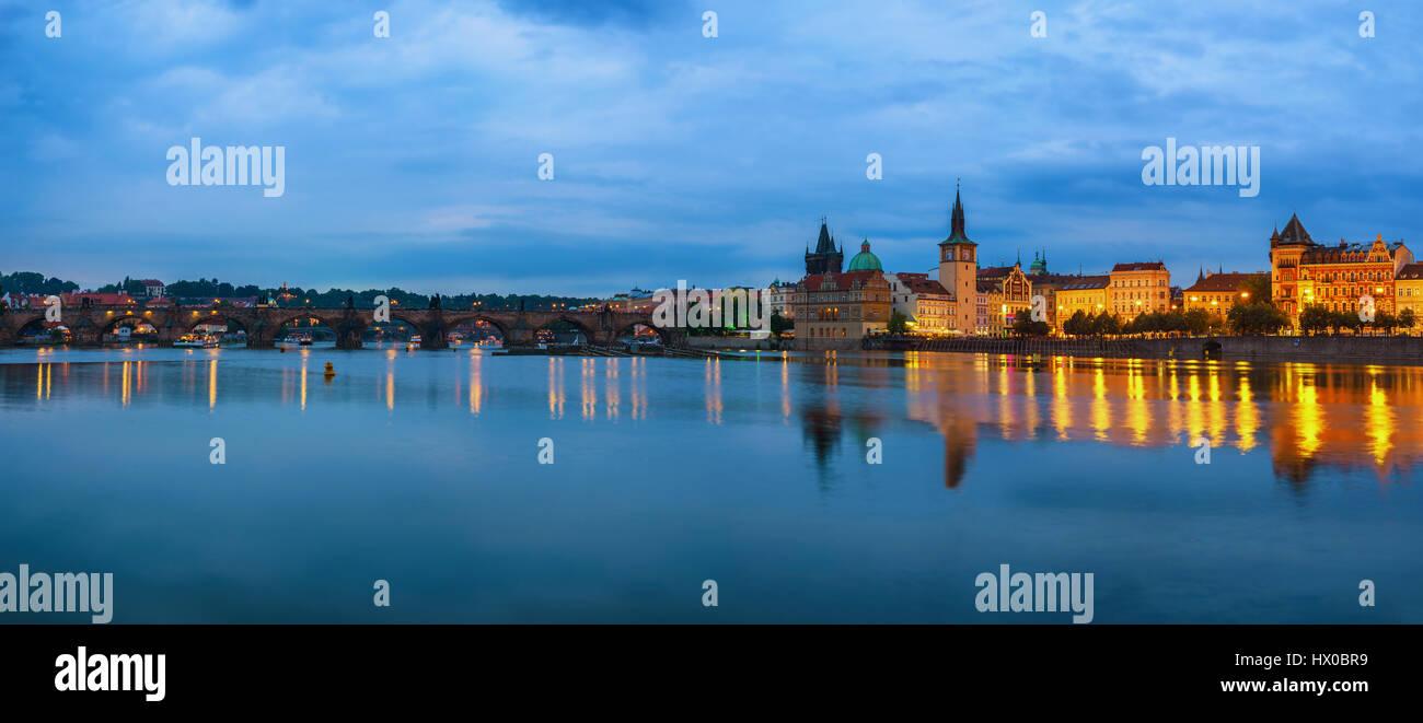 Prague city skyline panorama e il Ponte di Carlo, Praga, Repubblica Ceca Immagini Stock